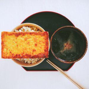 ワカメ汁と厚揚げ丼