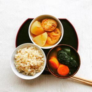 にんじんとブロッコリーの味噌汁